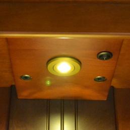 LEDダウンライト付き仏壇